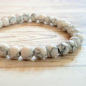 🖤3/$30🖤 White Howlite Stone Bracelet